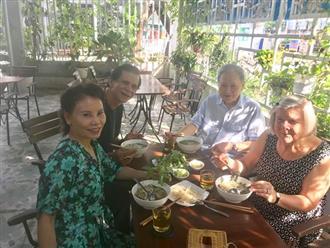 Bố mẹ Kim Lý sang Việt Nam mừng 20/10 cùng gia đình Hà Hồ, chuẩn bị tính chuyện trăm năm của hai con?