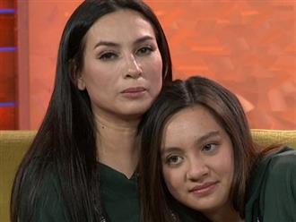 Ca sĩ Phi Nhung khóc nức nở khi biết con gái ruột làm việc vất vả tại Mỹ, chân bị cán bầm dập