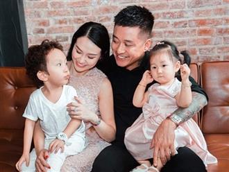 Ca sĩ Tuấn Hưng hạnh phúc khi vợ vừa hạ sinh con trai thứ 3
