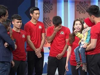 Các cầu thủ tuyển Việt Nam rơi lệ, hứa giành Cúp vàng tặng cậu bé 4 tuổi bị u não