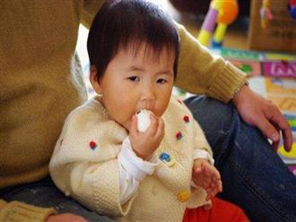 Cháu gái 3 tuổi ngộ độc nặng sau bữa cơm nhà, bà ngoại hối hận vì sai lầm khi luộc trứng gà, rất nhiều gia đình cũng mắc phải