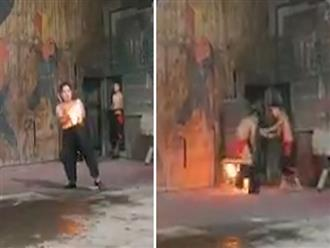 Đang múa lửa, chàng trai tá hỏa khi bị cháy quần và màn 'trần như nhộng' tháo chạy khiến CĐM cười ngất