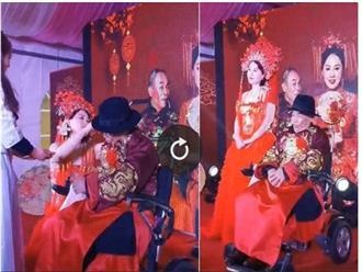 Clip độc lạ: Chú rể 80 tuổi ngồi xe lăn cưới vợ trẻ kém tận 42 tuổi, lộ nhan sắc cô dâu