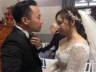 Cô dâu kém 10 tuổi chăm sóc Đinh Tiến Đạt ở lễ cưới