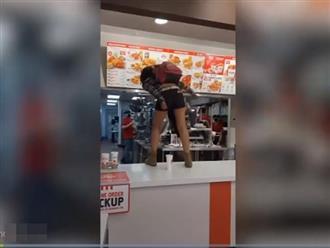 Cô gái hung dữ nhảy lên quầy chửi bới, đập phá vì không được phục vụ đồ ăn, nguyên nhân phía sau gây phẫn nộ