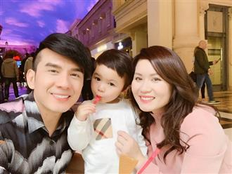 Con trai Đan Trường líu ríu chúc mừng kỉ niệm 6 năm ngày cưới của bố mẹ