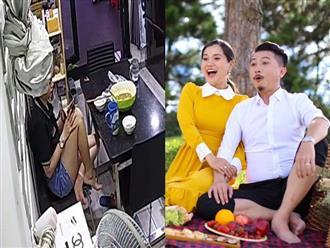 Cười ngất với pha tấu hài cực mạnh của Lâm Vỹ Dạ tại nhà riêng, ngồi vắt chân lên ghế dùng rèm cửa quấn tóc