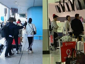 Đông Nhi - Ông Cao Thắng mặc áo đôi, nắm tay nhau ở sân bay