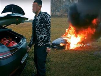 Chàng trai châm lửa thiêu rụi siêu xe gần 4 tỷ gây sốc, người xem từ chối hiểu bởi nguyên nhân quá vô lý