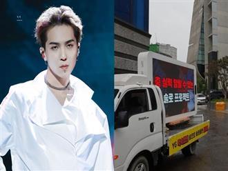 """Fan của Mino (WINNER) thuê xe tải biểu tình """"uy hiếp"""" YG, ai ngờ bị Knet mỉa mai làm xấu mặt idol khi đòi quyền lợi vô lý"""