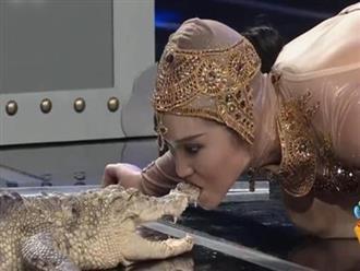 Góc liều lĩnh: 'Thót tim' với clip cô gái gợi cảm hôn hít cá sấu, cái kết khó tin cho chân dài thích chơi trội