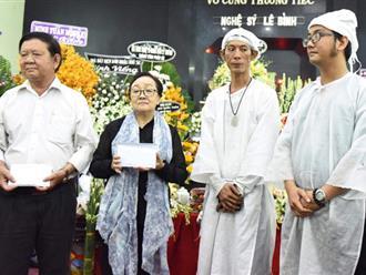 Gia đình nghệ sĩ Lê Bình khui thùng phúng điếu quyên góp 100 triệu làm từ thiện; tro cốt của ông sẽ được rải ở biển Vũng Tàu theo như tâm nguyện