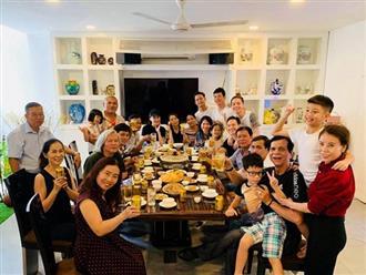 Hà Hồ - Kim Lý xuất hiện tình cảm trong bữa tiệc liên hoan cuối năm của gia đình
