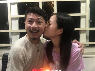 Hạnh phúc 10 năm của Lâm Vỹ Dạ và Hứa Minh Đạt, hôn nhau ngọt lịm dù đã 2 con
