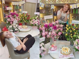 Hậu ly hôn, mẹ đơn thân Ngọc Lan khoe được tặng nhiều hoa dù không phải sinh nhật