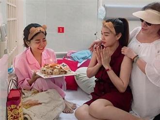 Khán giả kéo đến bệnh viện nhiều khiến bác sĩ phải chuyển phòng bệnh của Mai Phương