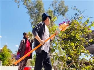 Hôm trước vừa làm công nhân, hôm nay đã thấy Bằng Kiều làm nông dân đi thu hoạch hoa quả, tỉa cây cực thành thạo