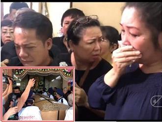 Hồng Vân, Minh Nhí vừa lau nước mắt vừa trang điểm cho Anh Vũ lần cuối tại quê nhà