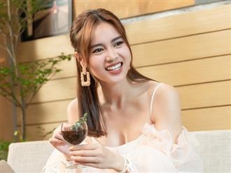 Lan Ngọc sang Singapore chữa loét dạ dày