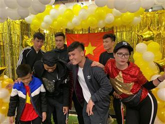 Lộ diện người đẹp 'quyền lực' duy nhất được dự tiệc mừng Việt Nam vô địch cùng các cầu thủ