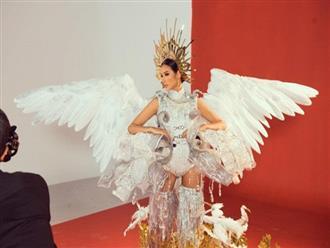 Lộ diện trọn bộ Quốc phục của Hoàng Thùy tại Miss Universe 2019