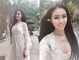Mặc váy ren mỏng tang đến chùa, Thư Dung bị 'ném đá' tơi tả vì để lộ vùng nhạy cảm