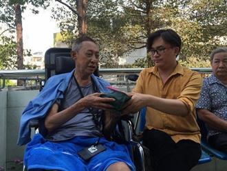 Chỉ sau hơn 1 ngày kêu gọi giúp đỡ, MC Đại Nghĩa đến bệnh viện thăm và trao hơn 270 triệu đồng tiền quyên góp cho nghệ sĩ Lê Bình