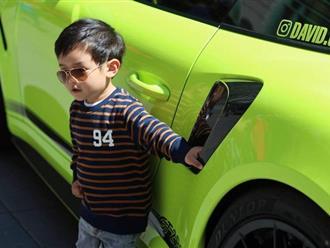 Mới hai tuổi, con trai Đan Trường đã có sở thích xa xỉ