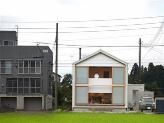 Ngôi nhà hai tầng bình yên với cánh cửa mở rộng đón nắng gió từ đồng lúa xanh tươi