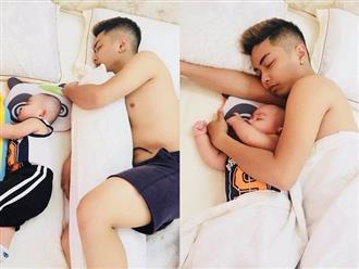 Phát cuồng với khoảnh khắc 'cha nào con nấy' siêu cute của ông xã Khánh Thi và con trai