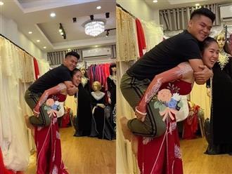 Phát sốt với ảnh Lê Phương cõng chồng trẻ Trung Kiên trên lưng, chứng minh hôn nhân viên mãn