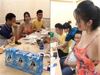 Phi Thanh Vân khiến bạn bè muốn 'buông đũa' vì diện áo dây, khoe ngực ngồn ngộn khi đi nhậu