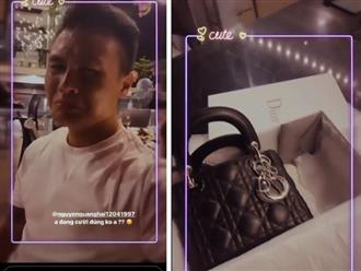 """Quang Hải """"khóc mếu"""" sau khi mua túi hàng hiệu có giá gần trăm triệu tặng Huỳnh Anh"""