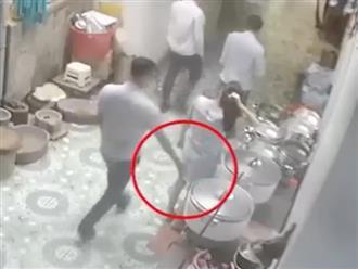 Clip thanh niên nhận cái kết bi thảm vì 'bàn tay hư hỏng' sàm sỡ gái xinh ở nơi đông người