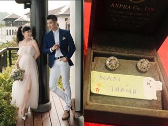 Sau đám cưới, vợ doanh nhân lớn tuổi của Trương Nam Thành khoe kỷ vật của bà nội chồng tặng
