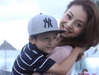 Sau nhiều năm xa cách, Jennifer Phạm vỡ òa khi được đón con trai riêng về sống chung