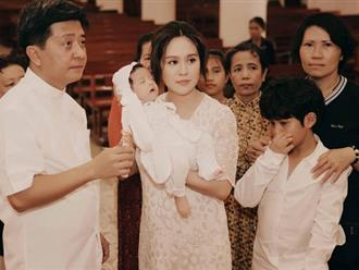 Thanh Thúy làm lễ rửa tội cho con trai và tiết lộ bí quyết làm sao để có sữa sau khi sinh mổ