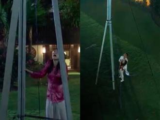 """""""Tiếng sét trong mưa"""": Kết phim lộ cảnh Phượng tự sát bằng điện giật nhưng Xuân cũng chết theo vì cứu cô?"""