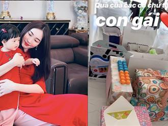 """""""Tiểu công chúa"""" nhà Đặng Thu Thảo khiến ai cũng phải ghen tị với một phòng ngập quà sinh nhật 1 tuổi"""