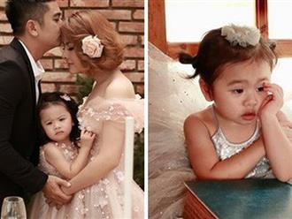 Vân Trang khoe ảnh gia đình hạnh phúc nhưng biểu cảm của con gái lại có gì đó sai sai