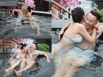 Vợ chồng Hoàng Bách khoe ảnh tắm chung nóng bỏng 'đốt mắt' cộng đồng mạng
