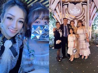 Vợ cũ Minh Nhựa đăng ảnh dự lễ cưới con gái ruột, dân tình có lời khen ngợi nhan sắc nhưng vẫn thắc mắc sao không chụp cùng cô dâu?