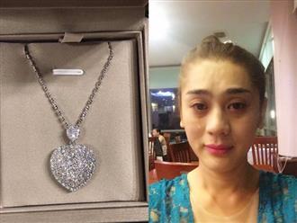 Vừa hí hửng khoe quà 20 tỷ, Lâm Khánh Chi 'suy sụp' vì làm mất hột xoàn chồng tặng