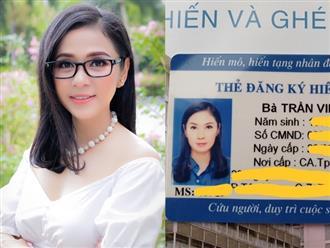 Vừa nhận thẻ đăng ký hiến tạng, Việt Trinh nghẹn ngào: 'Cám ơn Ba Mẹ đã cho con hình hài này'