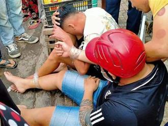 'Lưới trời lồng lộng', 2 tên cướp bị người dân vây bắt sau khi giật dây chuyền tại TP.HCM