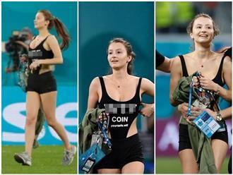 CĐV nữ mặc thiếu vải 'suýt' lộ vòng 1, lao như tên bắn vào sân cỏ làm gián đoạn sóng Euro Cup