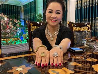 Hết khoe sổ đỏ, bà Phương Hằng lại 'show' 2 nhẫn kim cương 'khổng lồ' minh chứng cho câu: 'Hột xoàn cả rổ, sổ đỏ cả ký'