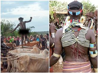 Kỳ lạ vùng đất đàn ông khỏa thân nhảy bò để lấy nhiều vợ, phụ nữ giành nhau trơ lưng chịu đòn chi chít máu mà không chạy trốn