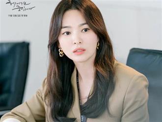 """Song Hye Kyo phim mới: Style ăn đứt thời """"Hậu Duệ Mặt Trời"""", khiến tất cả vai diễn trước đều nhạt nhòa"""