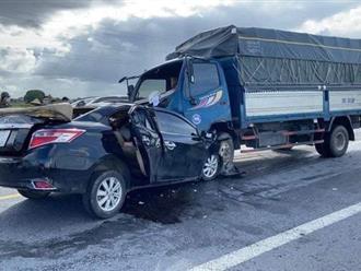 Xe tải và xe hơi tông nhau trực diện, 2 mẹ con và tài xế tử vong tại chỗ